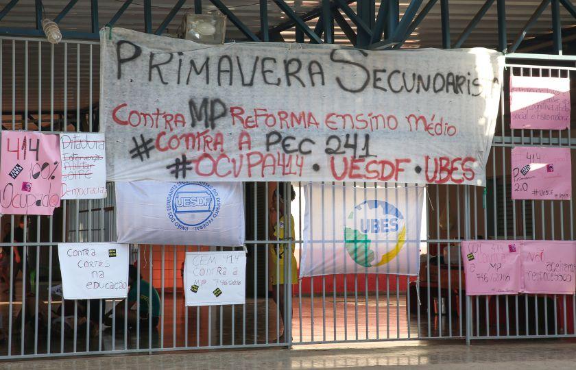 A reforma do ensino médio gera protestos pelo país
