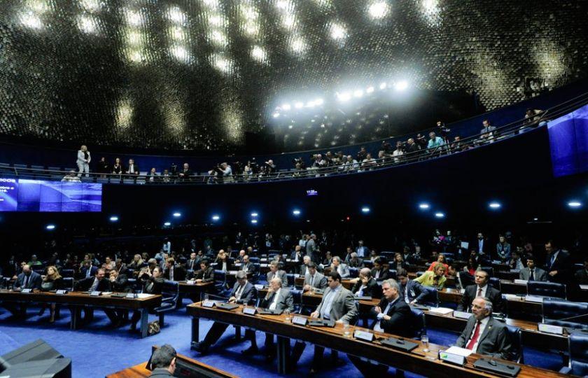 Abuso de autoridade e fim da reeleição no Executivo são destaque no Plenário