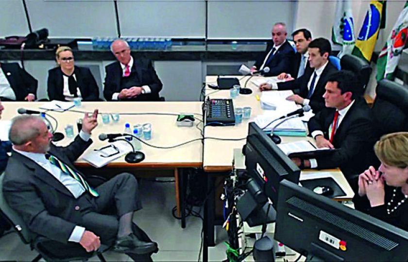 Advogados querem depoimento de Lula frente a frente com Moro