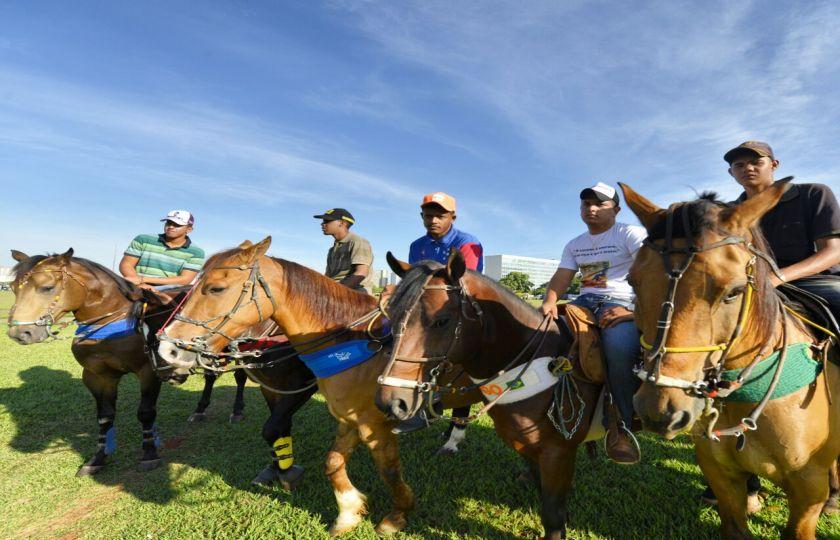 Atos do Movimento nacional pró-vaquejada marcam o dia em Brasília