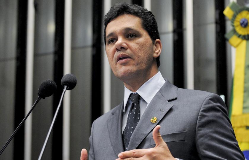 """Aumento de salário do STF é """"absurdo"""", diz relator"""
