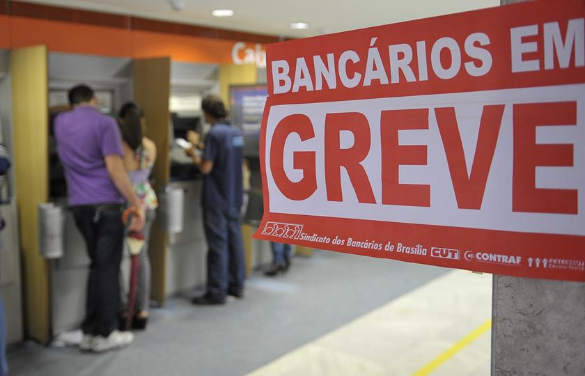 Bancários entram em greve por tempo indeterminado