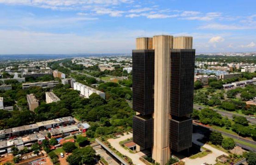 Banco Central projeta inflação de 7,3% este ano e recuo para 4,4% em 2017