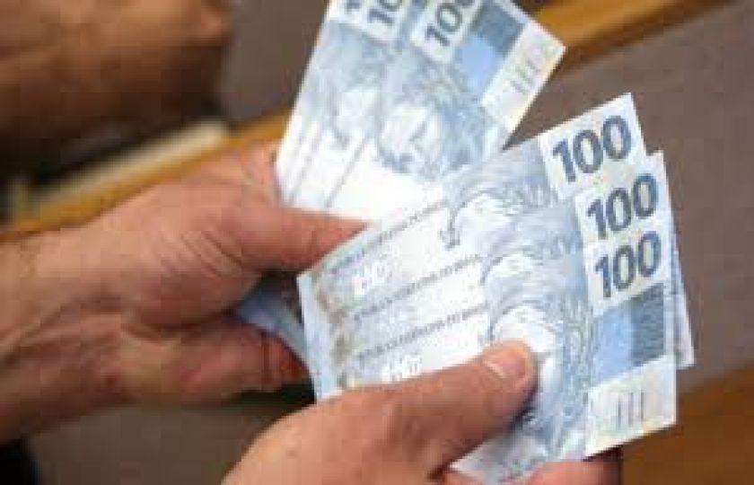 Brasileiros retiraram R$ 40,7 bi a mais do que depositaram na poupança em 2016