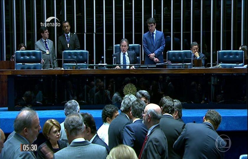 Câmara aprova em 2º turno PEC sobre cláusula de desempenho e fim de coligações