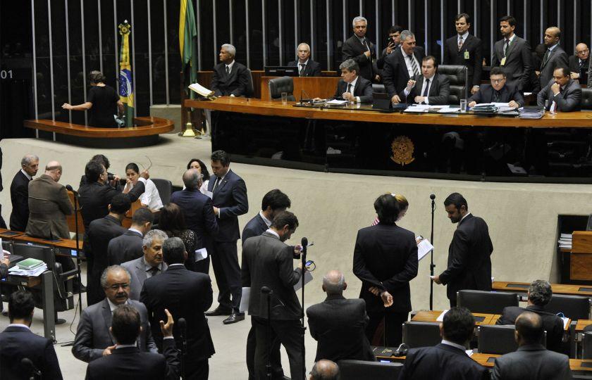 Câmara aprova projeto que cria medidas de combate à corrupção