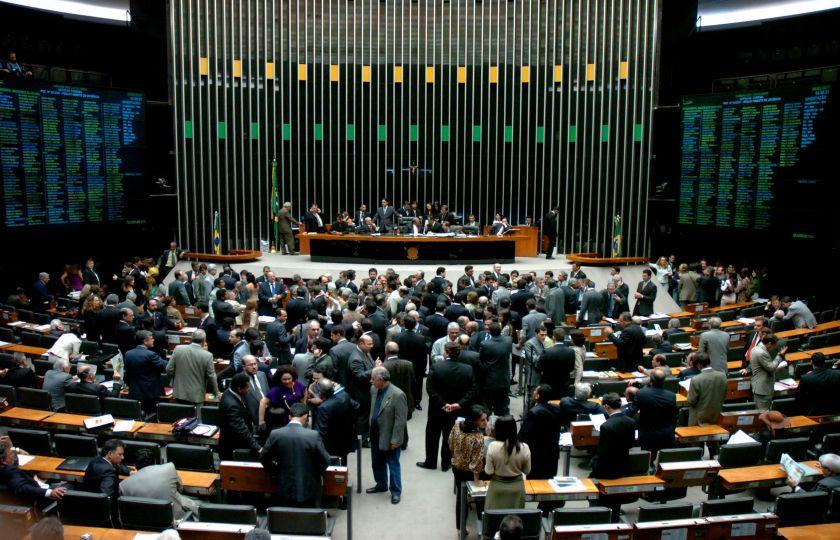 Câmara aprova renegociação das dívidas estaduais; votação de destaques fica para as 10 horas