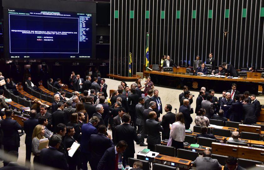 Câmara deve concluir votação do pré-sal e votar flexibilização da Voz do Brasil
