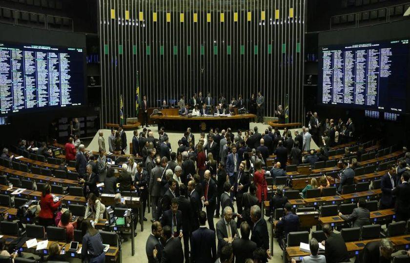 Câmara deve votar PEC da reforma política nesta terça; saiba o que está previsto