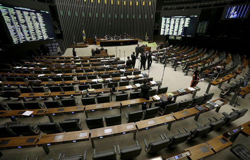 Câmara rejeita destaques e conclui votação do projeto que libera terceirização