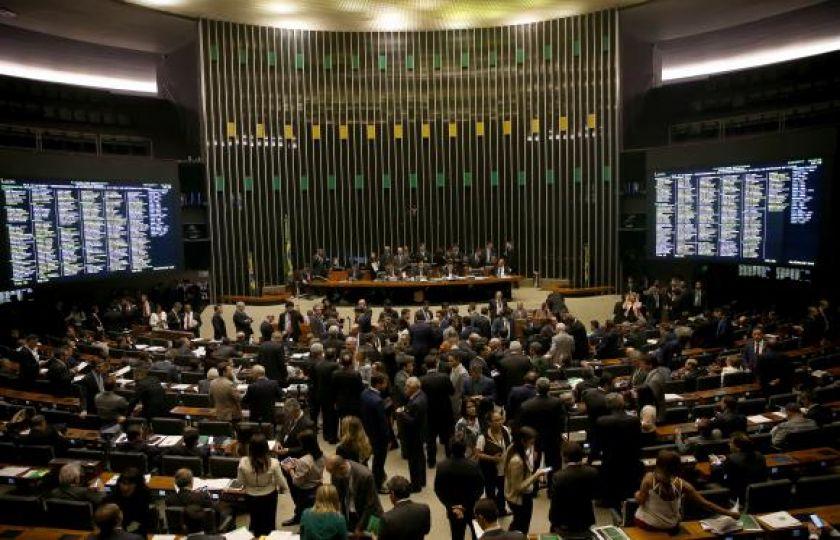 Câmara terá semana agitada com debates e início de votações de reformas