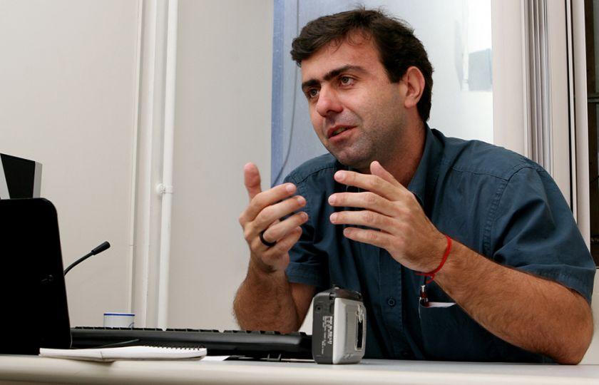 Candidatos à prefeitura do Rio, Freixo e Crivella fazem debate tenso