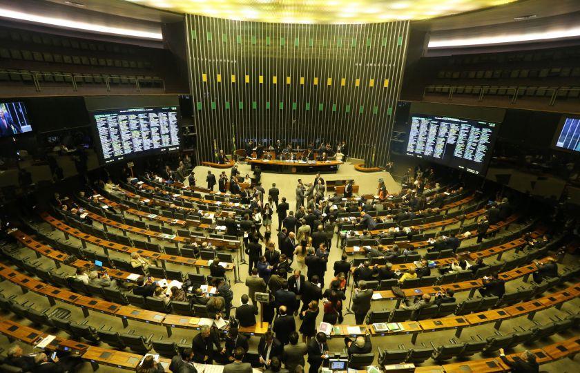 Com Maia na Presidência e festas juninas pelo país, votações na Câmara travam