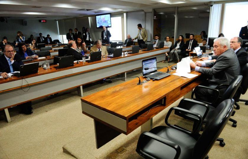 Comissão do Senado aprova alteração na LRF para aliviar situação de estados e municípios