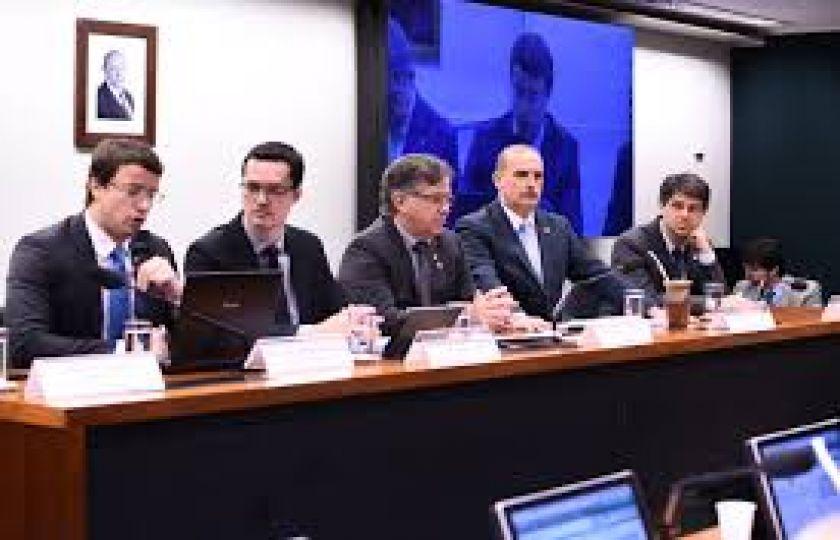 Comissão pode votar hoje medidas contra a corrupção