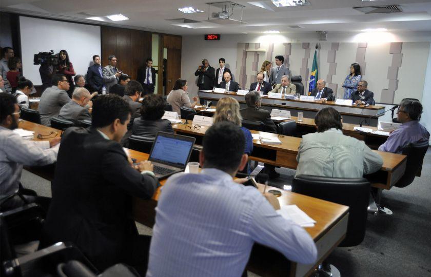 Debatedores listam argumentos favoráveis e contrários à MP do Ensino Médio