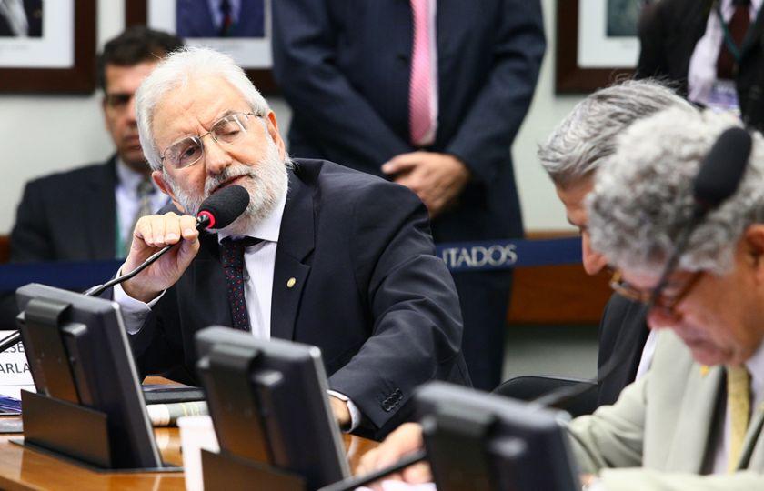 Oposição pede mais clareza no relatório da comissão anticorrupção