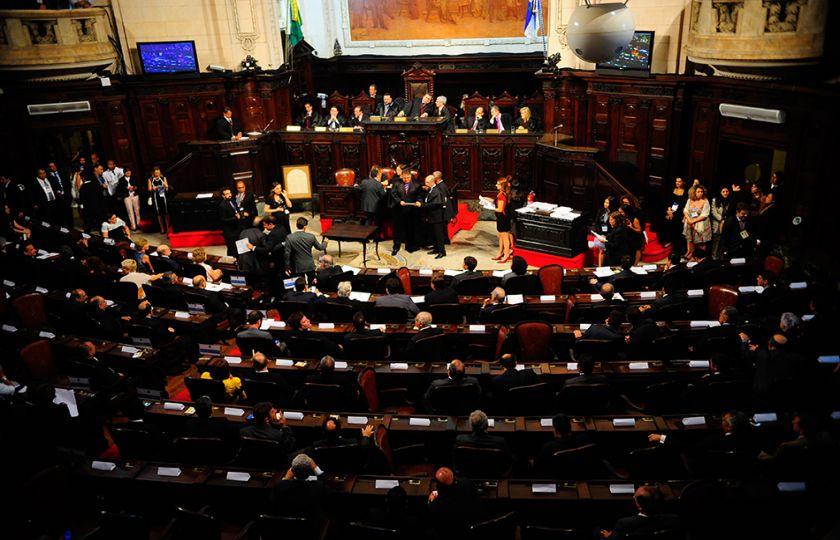 Deputados começam a votar hoje corte de gastos do governo do Rio