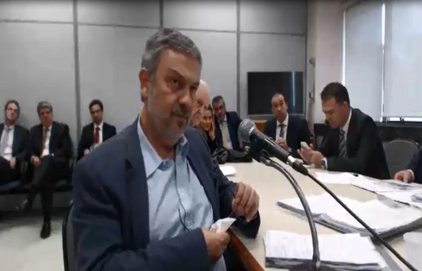 'Dinheiro era depositado nos partidos, entregue em malas', diz Palocci em depoimento