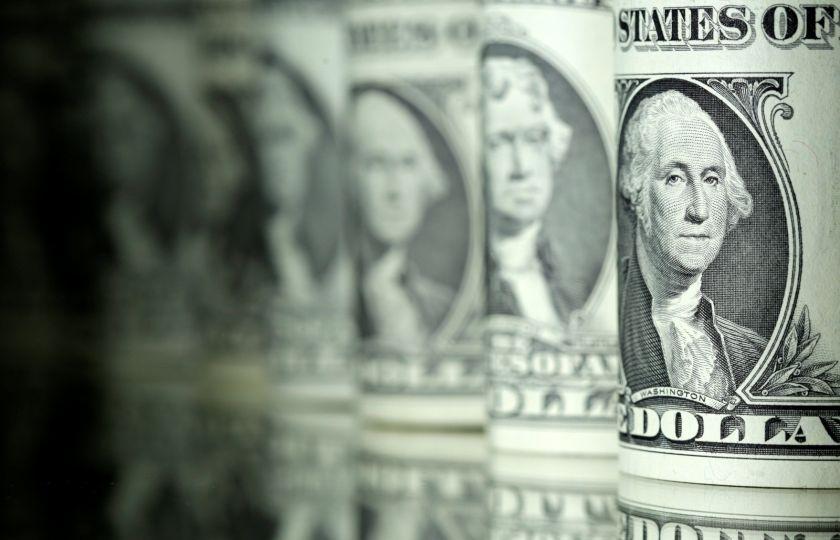 Dólar opera em queda com exterior e ambiente favorável
