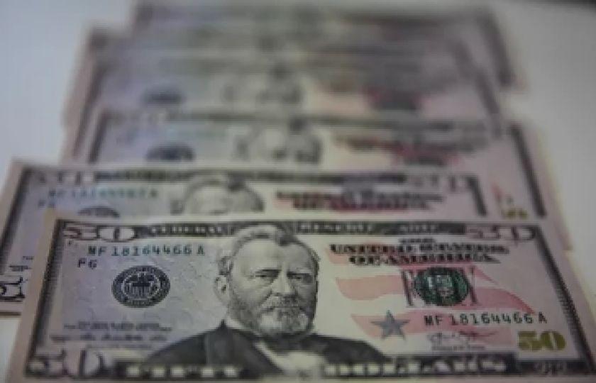 Dólar tem alta ante o real de olho no TSE e exterior