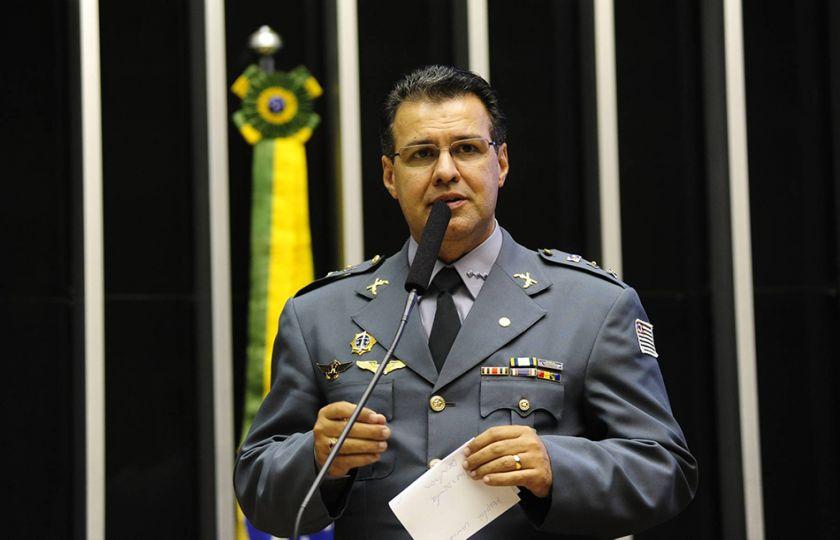 """""""Os militares possuem leis próprias"""", diz Deputado Cap. Augusto sobre a previdência"""