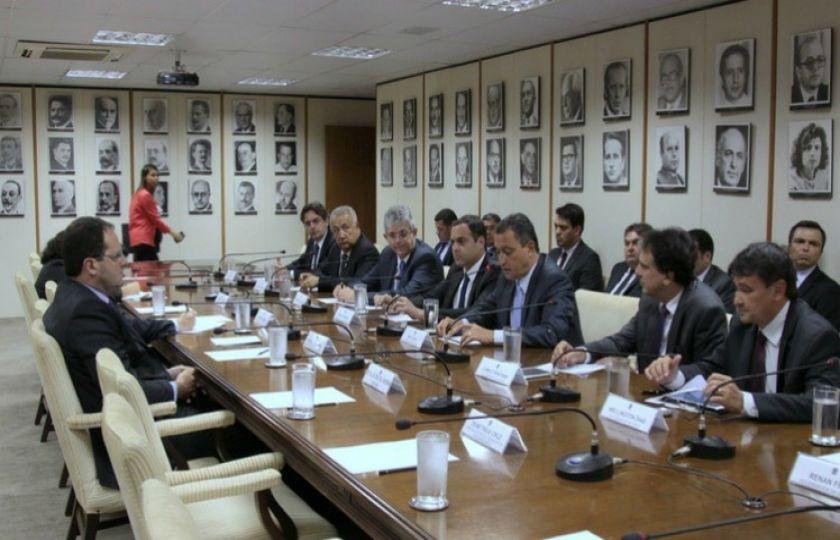 Governadores cobram de Temer R$ 14 bilhões para evitar calamidade