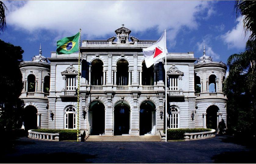Governo de Minas proíbe porte de armas brancas no estado