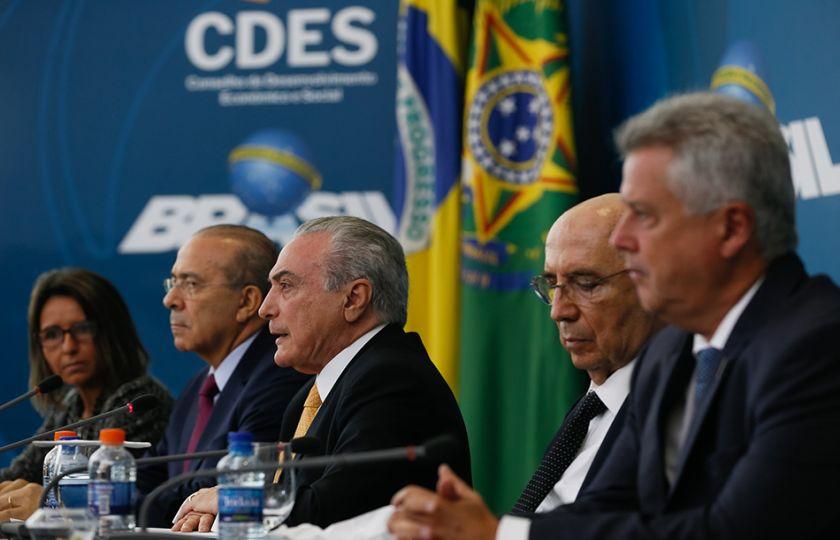 """Governo estava isolado, com crise fiscal e """"déficit da verdade"""", diz Temer"""