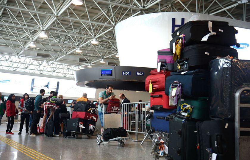 Governo federal arrecada R$ 3,7 bi com leilão de quatro aeroportos
