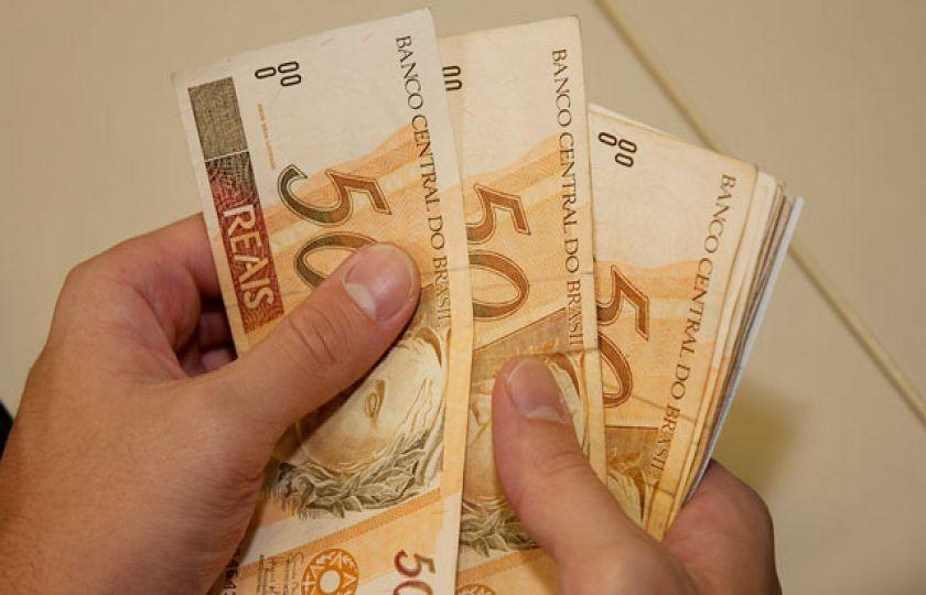 Governo revê de R$ 969 para R$ 965 previsão para o salário mínimo de 2018