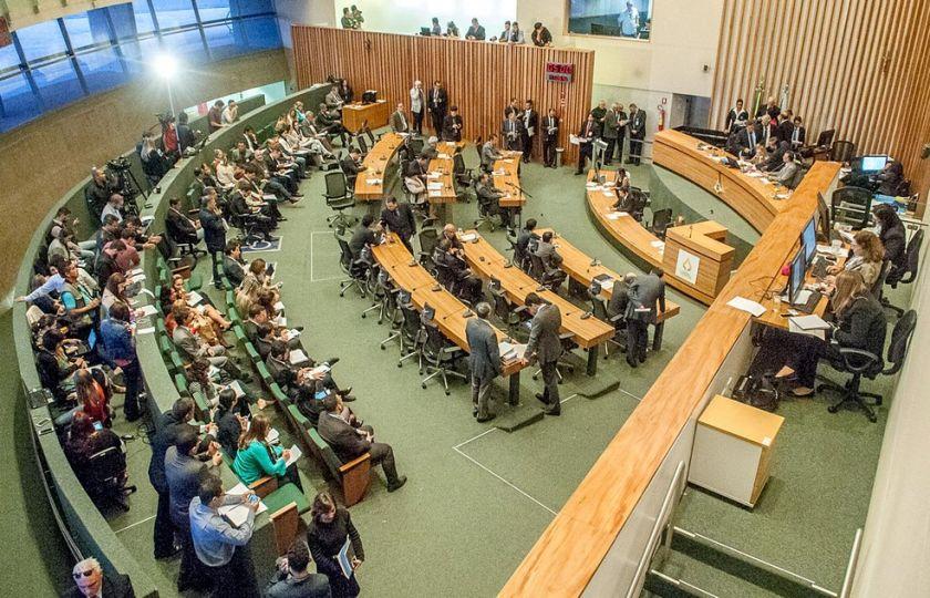 Grupo de sete distritais deve cerca de R$ 80 mil em impostos no DF