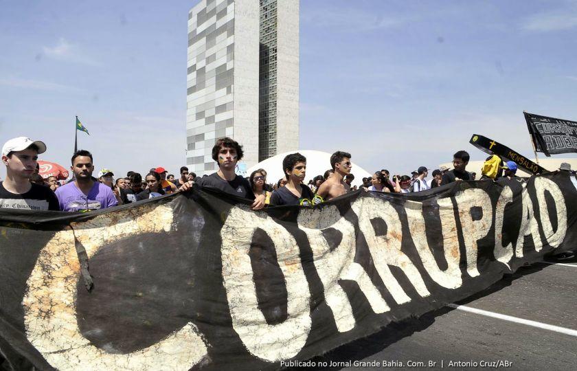 Internautas apontam corrupção como o maior problema das cidades do Brasil