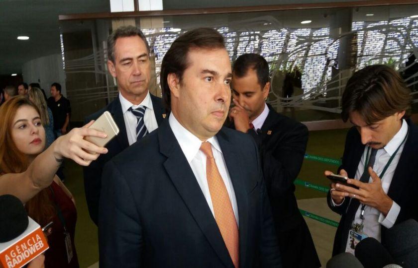 Maia avalia que eventual denúncia contra Temer vai atrasar reforma da Previdência