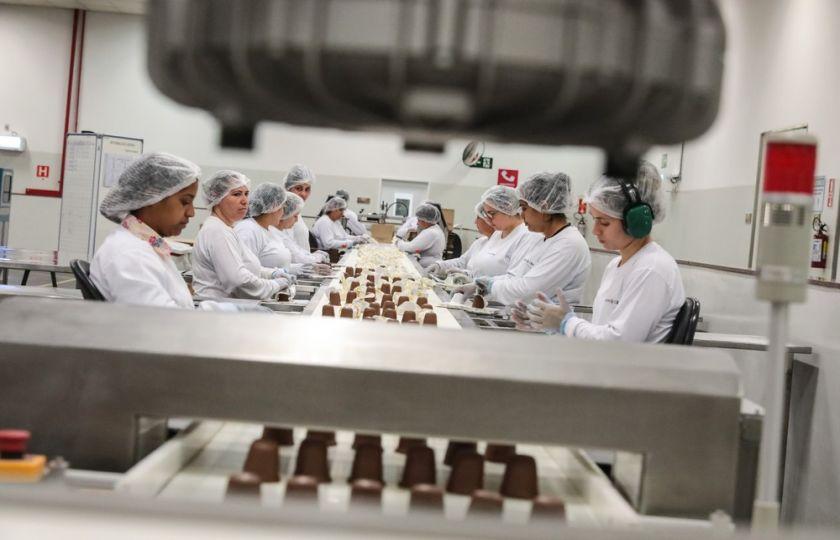 Maioria dos empregos criados em julho foi na linha de produção da indústria