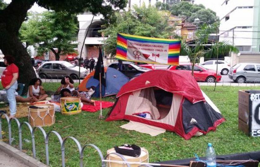 Manifestantes contra o impeachment montam acampamento em Brasília