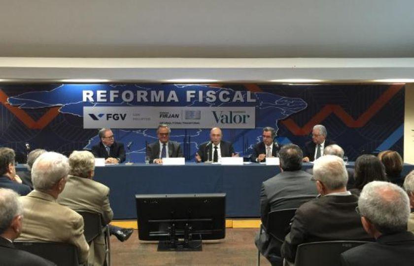 Meirelles defende cumprimento da meta fiscal e não descarta aumento de impostos