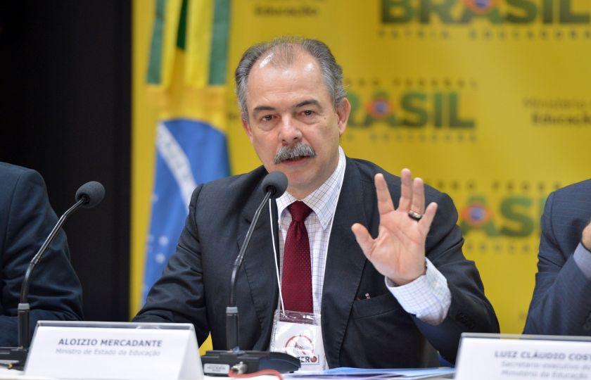 Mercadante denuncia golpe na base nacional comum curricular