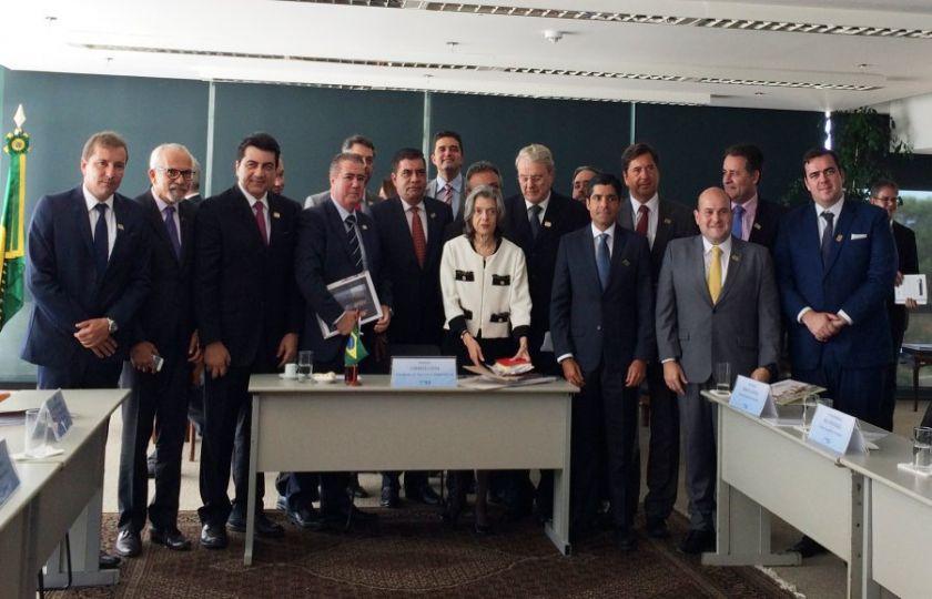 Ministra Cármen Lúcia debate temas municipais com frente de prefeitos