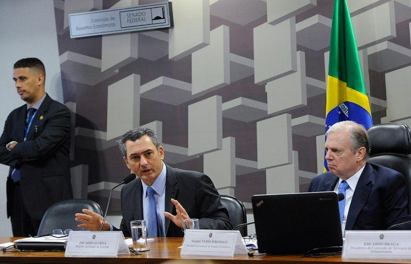 MINISTRO DA FAZENDA DIZ QUE NÃO HAVERÁ AUMENTO DE IMPOSTO PARA COMPENSAR DIESEL MAIS BAIXO