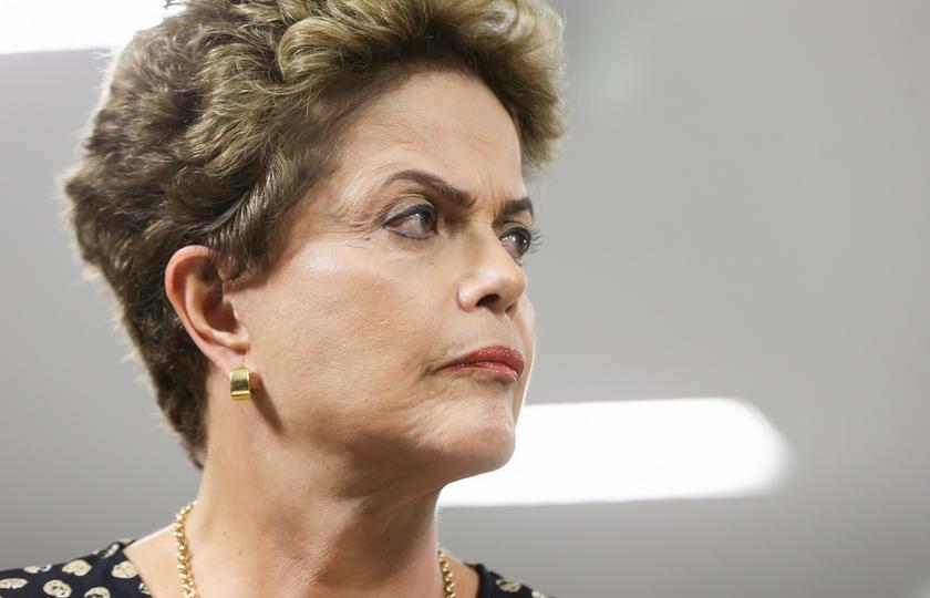 Na véspera do julgamento pelo Senado, Dilma diz que há um golpe em andamento
