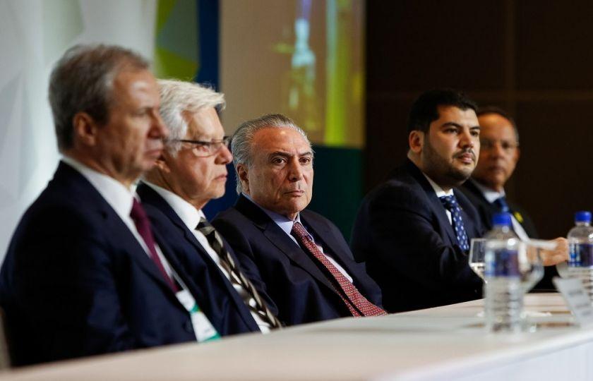 'Não abandonaremos a reforma da Previdência', diz Temer a empresários