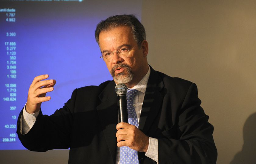 """Para ministro da Defesa, caso de Renan Calheiros foi """"impasse institucional"""""""