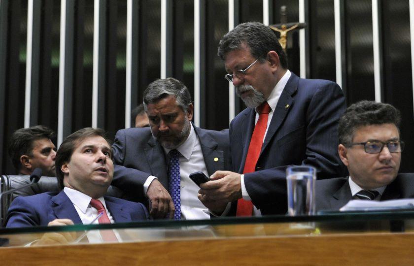 Parlamentares apresentam 7,8 mil emendas ao Orçamento no valor de 96,6 bi