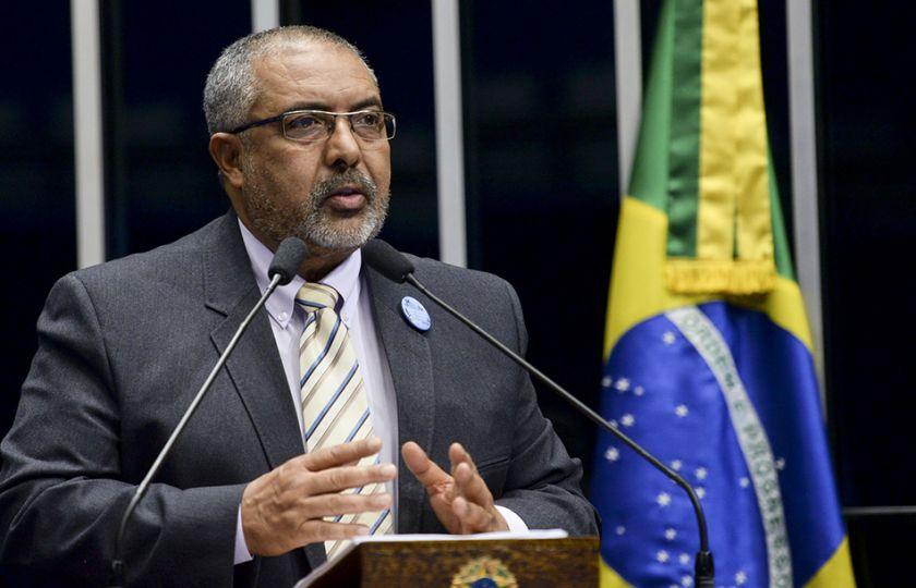 Paulo Paim volta a criticar regras para o trabalho terceirizado