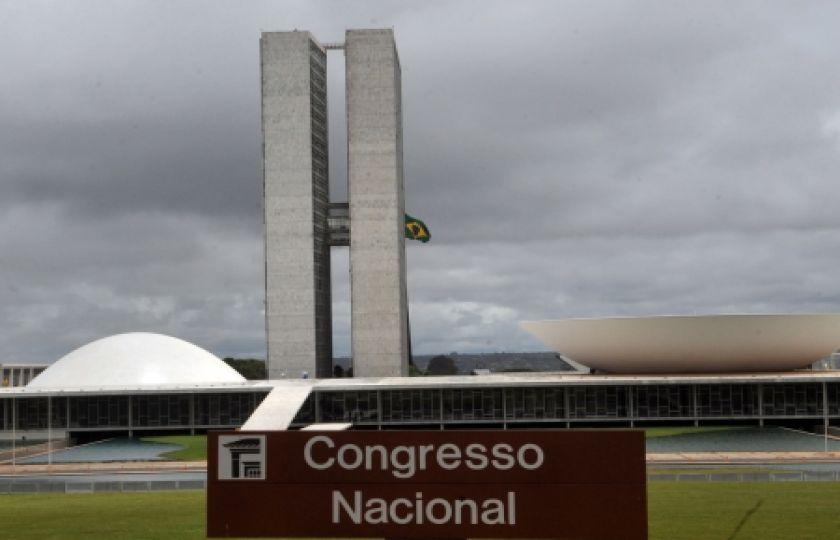 PEC impede parlamentar de ficar sem partido por mais de 90 dias