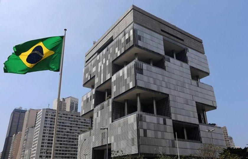Petrobras propõe redução de jornada e de valor da hora extra