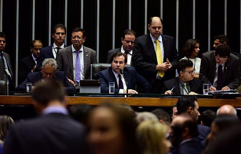 Plenário aprova urgência para projeto que dá autonomia a partidos políticos
