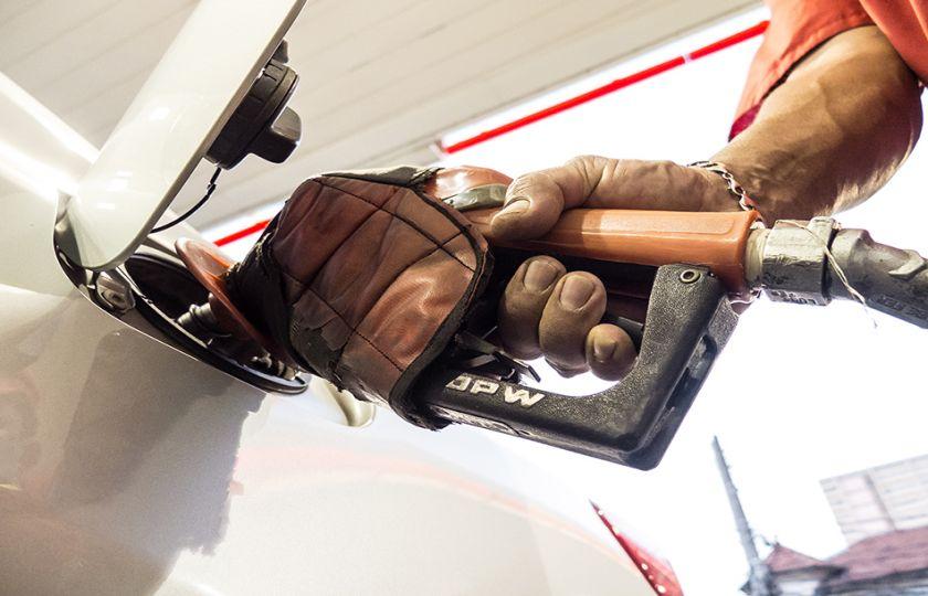 Preço da gasolina cai 0,83% pela terceira semana seguida