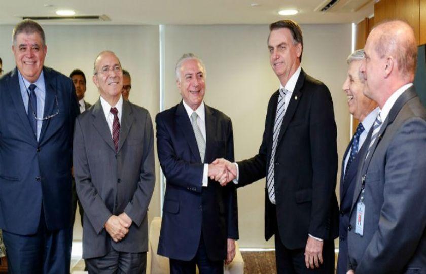 Presidente da República se reúne com Jair Bolsonaro para discutir transição